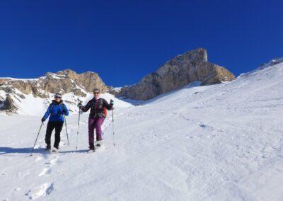 Raquettes à neige pour le réveillon, sous le point culminant de la Drôme