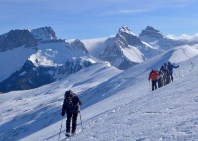 Raquettes à neige pour le réveillon, panorama sur les Aiguilles de Lus la Croix-Haute